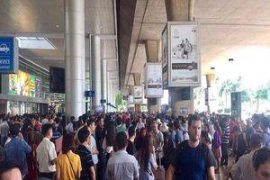 Sân bay Tân Sơn Nhất dừng phát loa gọi khách lên máy bay