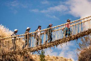 Những cây cầu cheo leo giữa vực sâu đáng sợ nhất thế giới