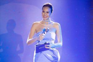 Sắp kết hôn, siêu mẫu Phương Mai vẫn tất bật chạy show