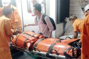 Cấp cứu hai ngư dân gặp nạn ở Trường Sa