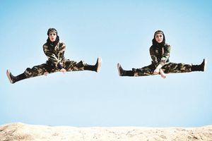 Nữ đặc nhiệm Iran luyện tập