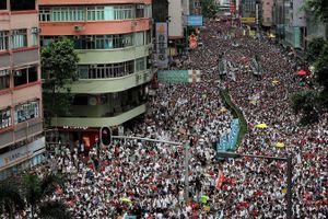 Hong Kong: Biểu tình quy mô lớn phản đối Luật dẫn độ, cảnh sát dùng dùi cui và hơi cay