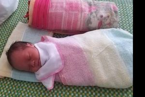 Hà Tĩnh: Người phụ nữ đặt cháu bé sơ sinh trên giường bệnh rồi bỏ đi
