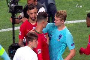 De Ligt sốc vì C.Ronaldo cầu xin anh đến Juventus