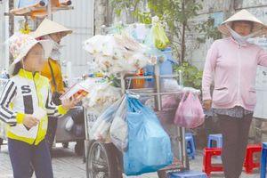 Lao động trẻ em đổ về Sài thành dịp hè: Nguy cơ bị xâm hại, bỏ học