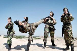 Khí phách của nữ đặc nhiệm Iran tung hoành trên sa mạc