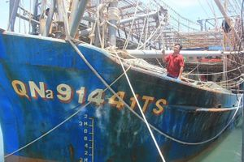 Phản đối tàu Trung Quốc cướp mực của ngư dân Quảng Nam
