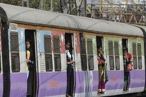 Đến Ấn Độ đi tàu hỏa được massage