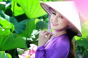 Sao Việt đẹp ngỡ ngàng khi tạo dáng ở đầm sen