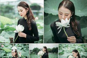 Bộ ảnh thiếu nữ mặc áo dài đen chụp sen lạ lẫm được CĐM 'khen hết lời'