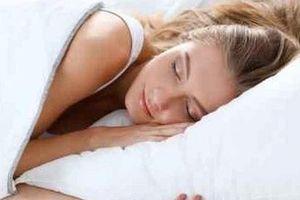 Để đèn sáng khi ngủ, phụ nữ dễ bị tăng cân