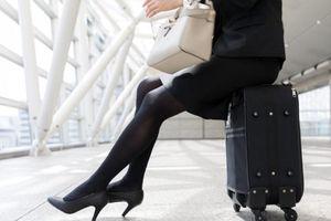 4 thứ chớ nên mang hoặc mặc khi đi máy bay