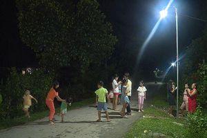 Nhân rộng hình 'Thắp sáng đường quê' tại huyện Nam Đông
