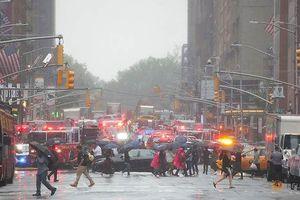 Trực thăng lao vào nhà chọc trời, dân Mỹ tưởng khủng bố