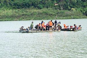 Thuyền đánh cá bị lật úp trên sông Đồng Nai, 1 người tử vong