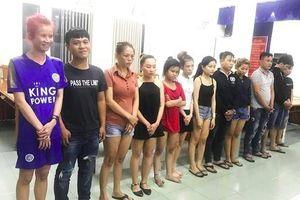 TP HCM: Bắt băng nhóm chuyên giả gái mại dâm trộm tài sản