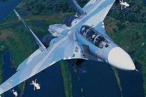 Video tiêm kích Su-27 của Nga 'chặn' 2 máy bay do thám Mỹ và Thụy Điển
