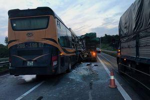 Một du khách nước ngoài tử vong trên đường từ Lào Cai về Hà Nội