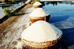 Hà Tĩnh: Trời càng nắng nóng, dân diêm càng bội thu mùa muối