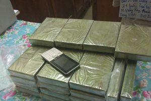 Bắt đối tượng vận chuyển 30 bánh heroin