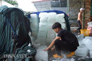 Trời nắng nóng đỉnh điểm, xưởng làm đá lạnh thu nhập cả tỷ đồng mỗi tháng