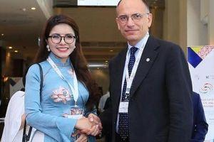 Á hậu doanh nhân quốc tế Nga Queen dự diễn đàn doanh nghiệp Asean