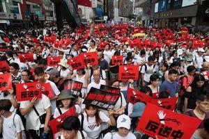 Người Hong Kong nghỉ bán hàng, đóng cửa tiệm biểu tình phản đối dự luật dẫn độ