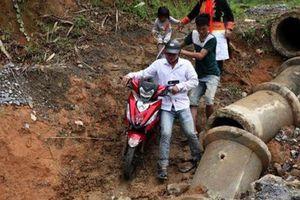 Mưa lớn, sạt lở gây tắc đường ở Lào Cai và Lai Châu