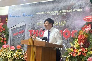 Phó Chủ tịch Thường trực Hội Nhà báo Việt Nam Hồ Quang Lợi ra mắt cuốn sách 'Thời cuộc và văn hóa'