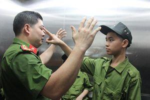 'Chiến sĩ nhí' trải nghiệm kỹ năng chống xâm hại