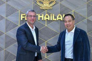 Thua tan nát King's Cup, FAT bổ nhiệm gấp cựu HLV Barcelona làm GĐKT