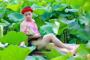 'Nam thanh, nữ tú' thi nhau chụp nude, phản cảm với hoa sen