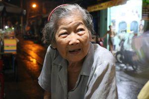 Xe bánh mì 30 năm trong hẻm Sài Gòn ăn 'bao ngon' của bà cụ 72 tuổi