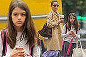 Hình ảnh mới của con gái Tom Cruise 13 tuổi, cao gần bằng mẹ