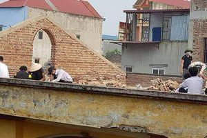 Cô giáo ở Bắc Ninh phạt học sinh đội nắng đẽo gạch trên mái nhà bị khiển trách