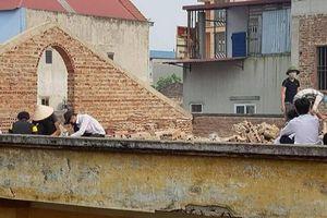 Khiển trách cô giáo phạt học sinh THPT đẽo gạch giữa trời nắng ở Bắc Ninh