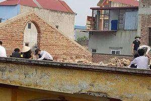 Gây tranh cãi vì hình phạt học sinh đẽo gạch trên mái nhà giữa trời nắng, Hiệu trưởng nhà trường nói gì?