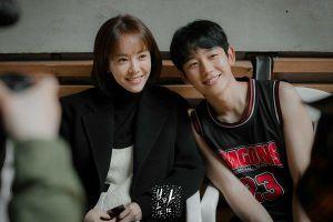 Shin Hye Sun - L (Infinite) nói về phản ứng tình cảm và việc cạnh tranh với 'Đêm xuân' của Han Ji Min - Jung Hae In
