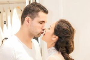 Phương Mai và chồng ngoại quốc tình tứ đi thử váy cưới