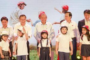 Phó Thủ tướng: Trẻ em không đội mũ bảo hiểm có sự vô cảm của người lớn