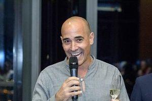 Đầu bếp lừng danh David Rocco trổ tài nấu phở Việt Nam tại khách sạn cao nhất Đông Nam Á