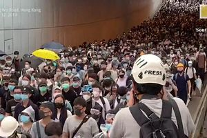 Hàng nghìn người Hong Kong tiếp tục biểu tình rầm rộ phản đối luật dẫn độ