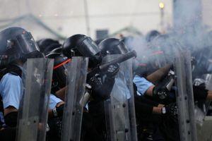 Cảnh sát Hong Kong bắn hơi cay giải tán người biểu tình