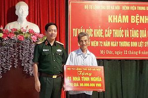 Bộ Tư lệnh Thủ đô Hà Nội tặng quà đối tượng chính sách tại Mỹ Đức