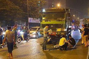 Va chạm với xe tải, người phụ nữ ngồi sau xe máy tử vong tại chỗ