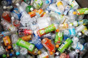 Các công ty sản xuất nước đóng chai nỗ lực giảm rác nhựa
