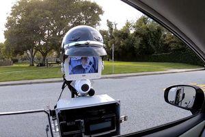 Robot này có thể kiểm tra tài xế vi phạm thay CSGT