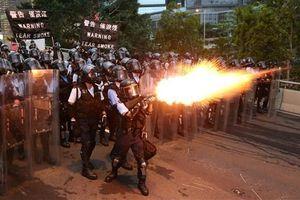 72 người nhập viện sau đụng độ với cảnh sát Hong Kong