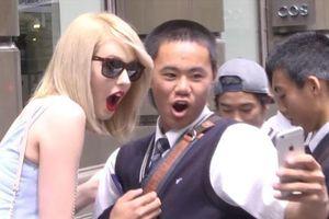 Giả làm Taylor Swift, nhóm người đánh lừa khán giả trên phố gây cười