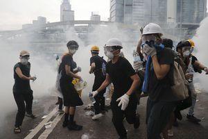 Biểu tình ở Hong Kong có tổ chức hơn với mặt nạ và áo giáp
